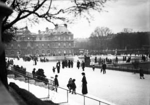 Jardin_du_Lexuembourg,_Paris,_1913